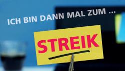 Notebook mit Streikaufkleber